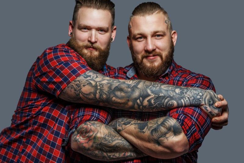 Anker tattoo mann brust