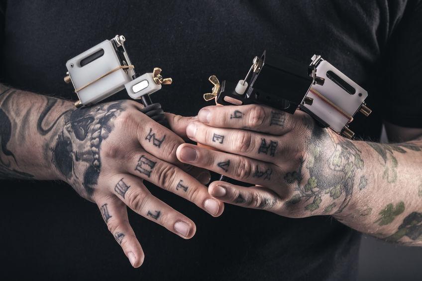 Kleines hand tattoo mann