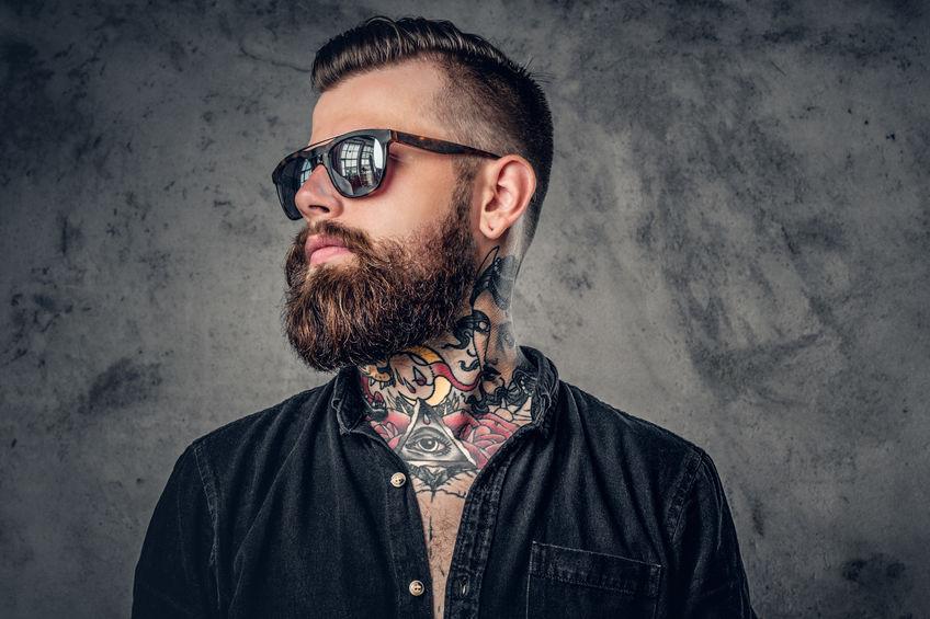 Tattoo hals mann